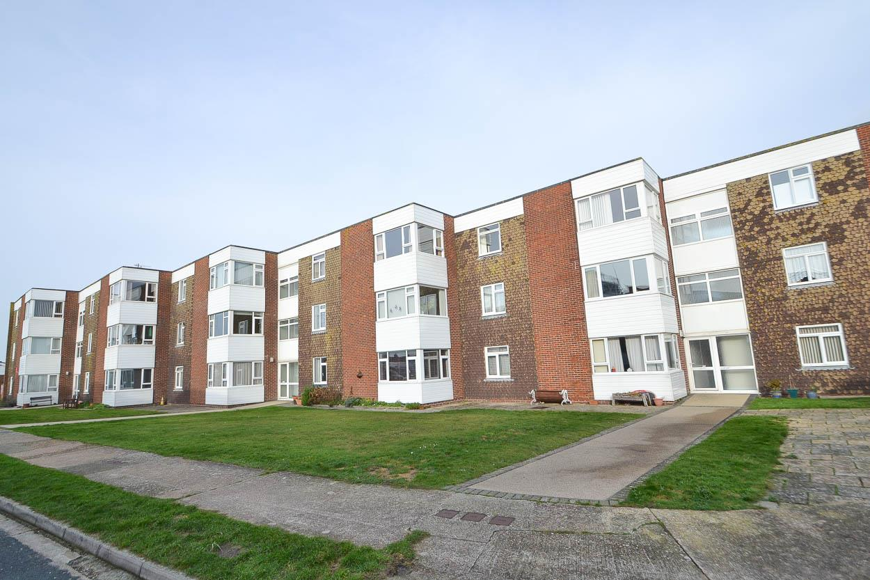 2 Bedrooms Flat for sale in Grenville Road, Pevensey Bay, Pevensey